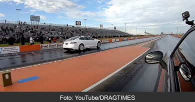 Tesla Model S Raven vs. Dodge Hellcat Redeye