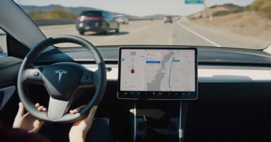 """Tesla znovu nabízí možnost zakoupení """"Enhanced Autopilot"""""""