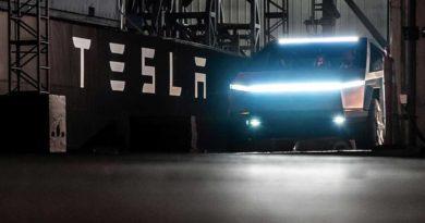 Tesla nabízí pronajmutí vozidla držitelům rezervace na Cybertruck