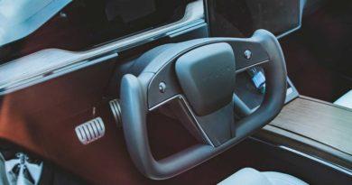 U jakých variant Modelu S najdeme volant Yoke?