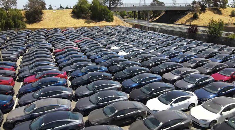 Tesla začala masivně dodávat Modely S Plaid
